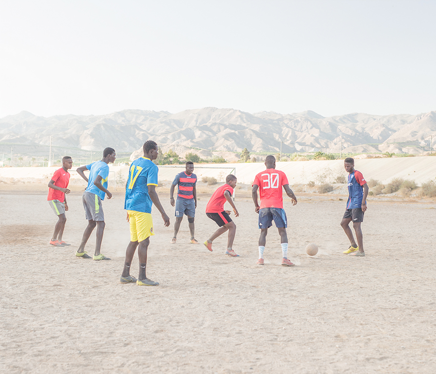 Instead of water flowing, there is football. / Statt fliessendes Wasser gibt es Fussball.